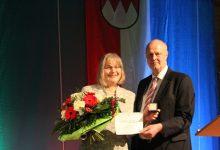 Gerald Brehm übergibt Ehrenspange